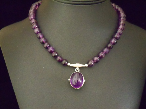 #893NaturalamethystbeadswithSterlingandAmethystpendant